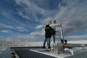 Še posebej na višjih objektih, naj se z montažo klime ukvarjajo strokovnjaki.